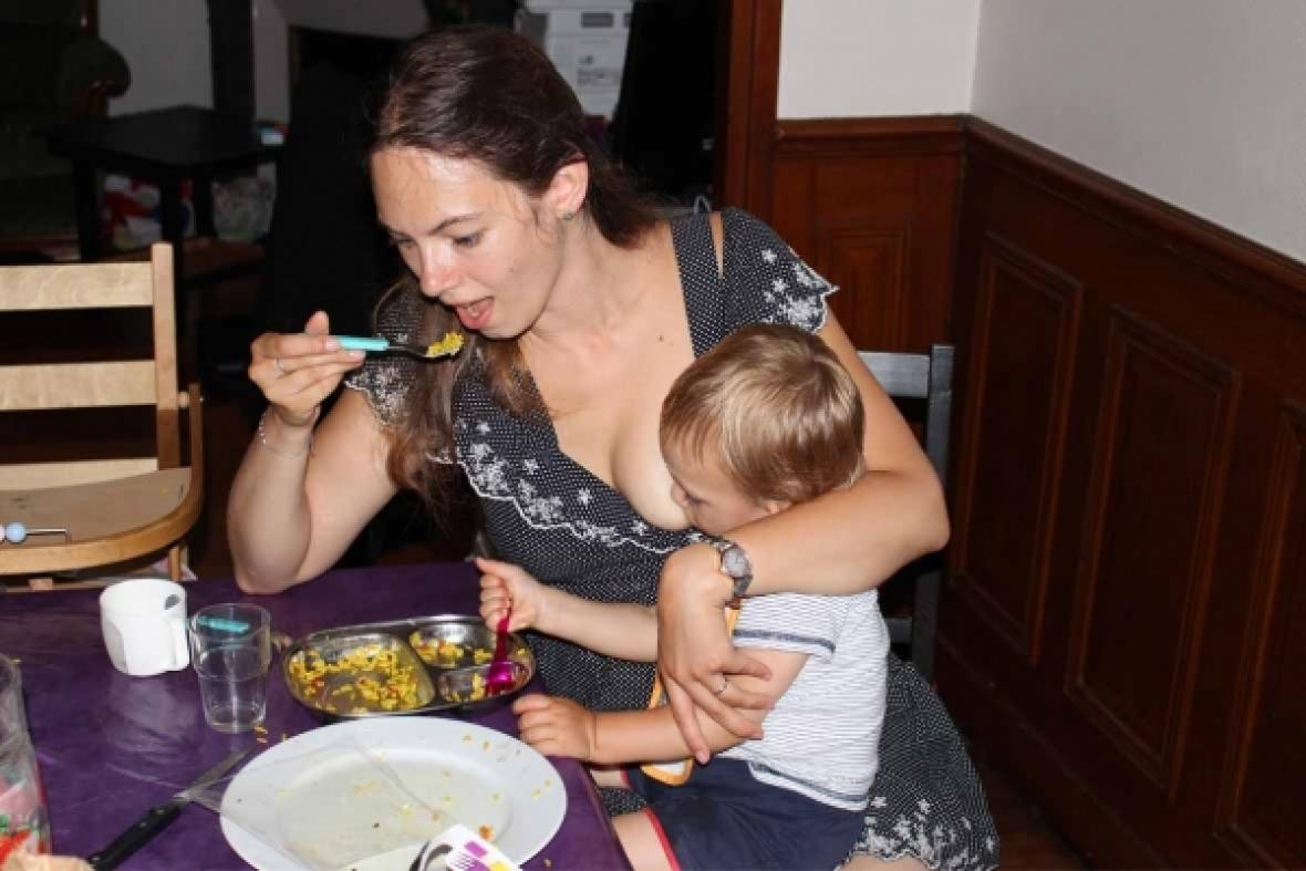 La Bébé Comment Diversification Alimentaire Mener Allaité D'un RjAq543L